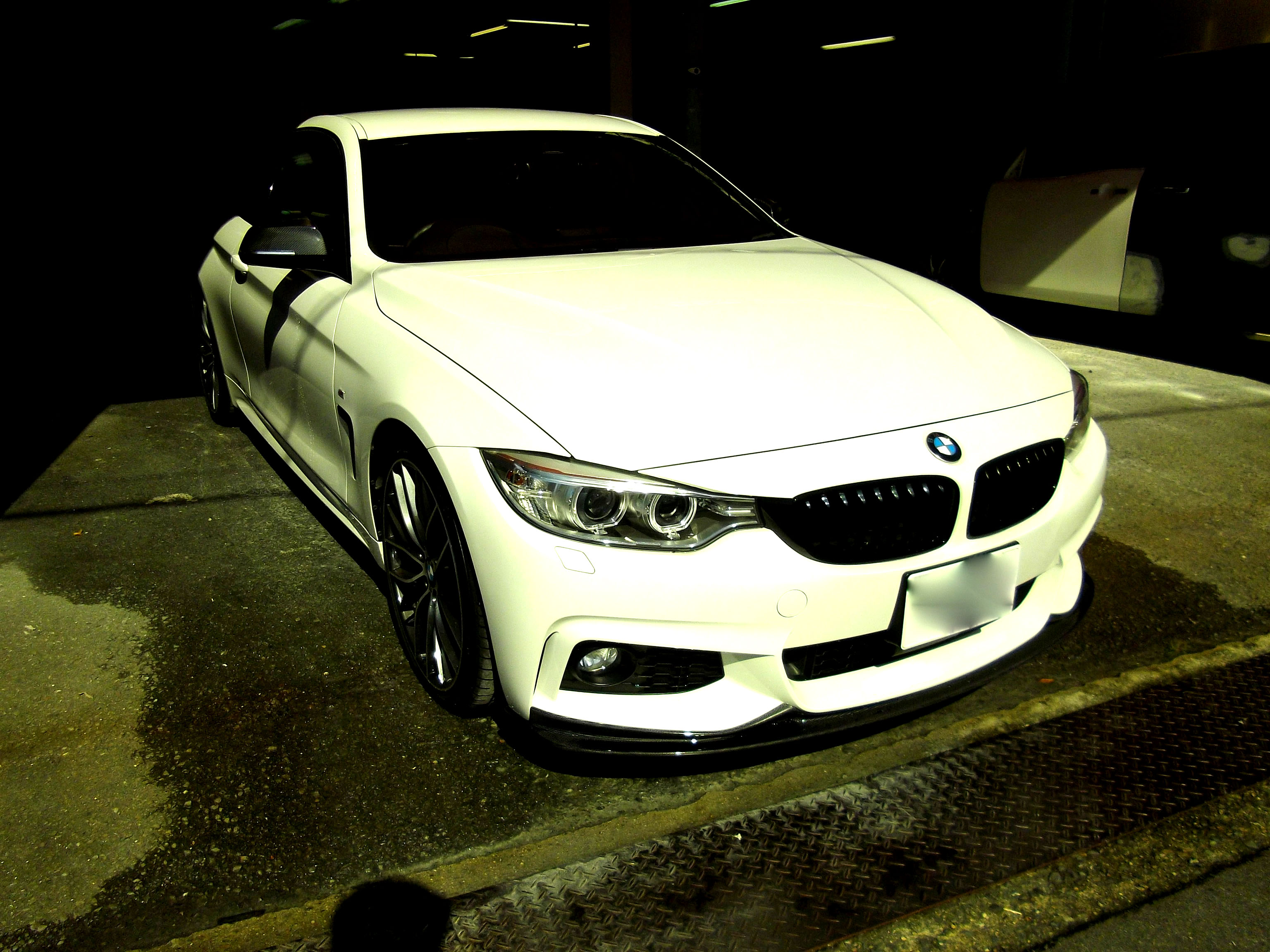 BMW4シリーズ ・ リアバンパー修理